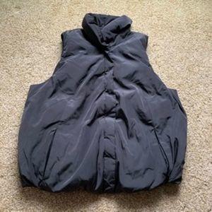 Gap men Large Gray Puffy Zip up Vest